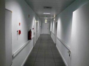 exemplo portas brancas